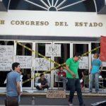 protesta deuda 660x330 - Vladimir Parra – Archivo Digital Colima - #Noticias
