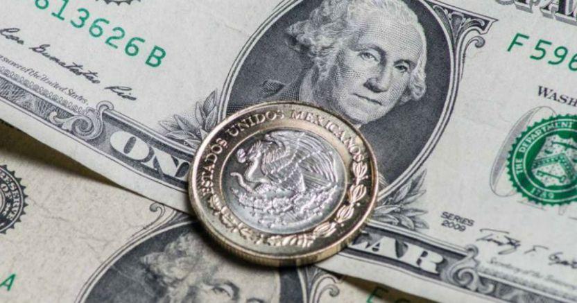 1584552749 peso y dolar - El peso sigue en caída libre: el dólar supera la berrera de las 24 unidades; Banxico subasta coberturas