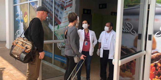 Salud 75 660x330 - Aplican acciones de control en aeropuertos por coronavirus – Archivo Digital Colima