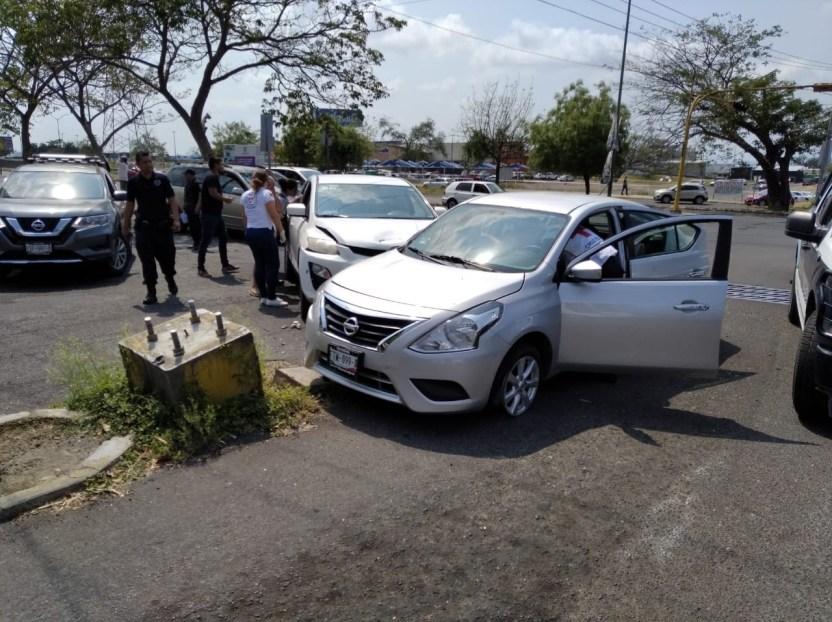 choque autos en la vila - Mujer lesionada en fuerte accidente a la entrada de la colonia Villa Izcalli