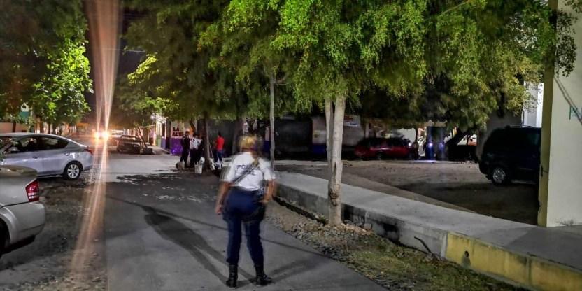 disparan contra policía en Armería - Disparan contra agente de vialidad de Armería a espaldas de la presidencia municipal - #Noticias