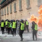 fgjcdmx investiga bomba molotov - Fiscalía investiga a responsable de bomba molotov durante marcha contra la violencia de género - #Noticias