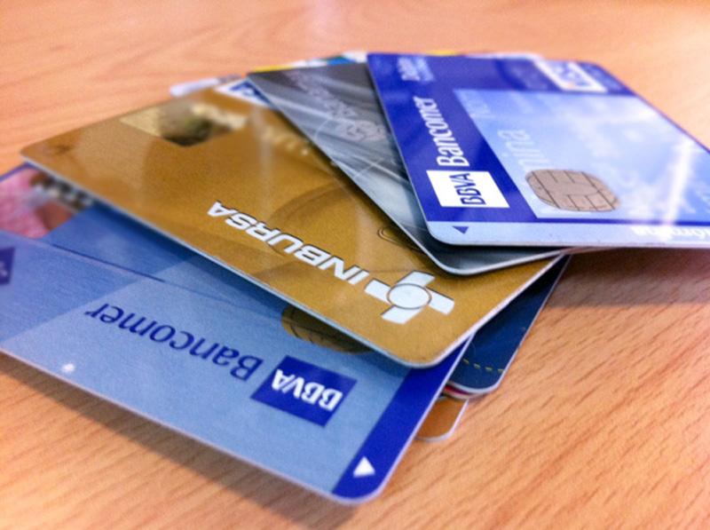 tarjetasAF01 - Aprueban que mayores de 15 y menores de 18 años abran cuentas bancarias - #Noticias