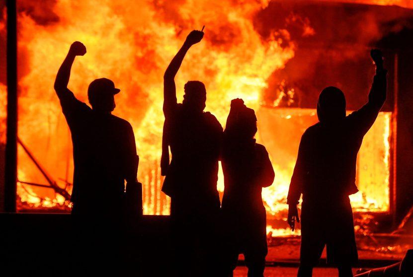 72a5d2cb0ecad81a95e12718aaf644c6d89badc7.jpgquality80stripall scaled - Trump amenaza con enviar el ejército a reprimir las protestas por la muerte de George Floyd en Minneapolis