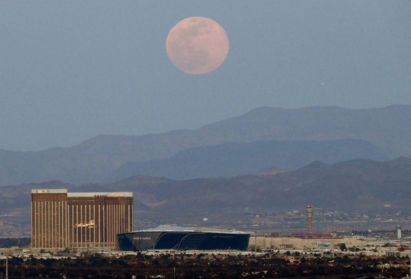 GettyImages 1217515767.jpgquality80stripall scaled - No te pierdas la última superluna completa de 2020: una 'superluna de flores', el 7 de mayo