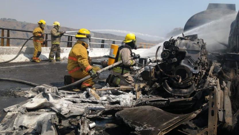 accidente en puente beltran - ¿Piensa viajar por autopista Colima-Gdl? Tome precaución, continúa cerrada en puente Beltrán