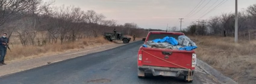 camioneta cuerpos - Hallan 12 cadáveres en la caja de una camioneta en Michoacán