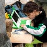 nina computadora uruguay - COVID-19 podría hacer que el desarrollo humano retroceda