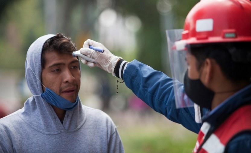 """casos covid 19 mexico 14 junio - Con 22 mil casos activos y más de 17 mil muertes, 16 estados pasan a """"fase naranja"""" de semáforo"""
