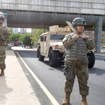 "militares - VIDEO: La Guardia Nacional de EU baila la ""Macarena"" minutos antes del toque de queda en Atlanta"