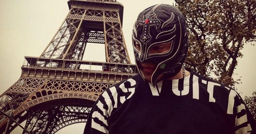 rey mysterio crop1595214400719.jpg 673822677 - Video Rey Mysterio, Seth Rollins le sacó un ojo en lucha Extreme Rules