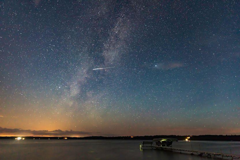 2048px milky way and perseid meteor at big sand lake mn - Perseidas: La mejor lluvia de estrellas iluminará las noches de la semana próxima