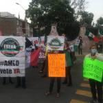 AMLO FRENAA Aguascalientes 1 - Integrantes de FRENAA reciben a AMLO con protestas en Aguascalientes (Video)
