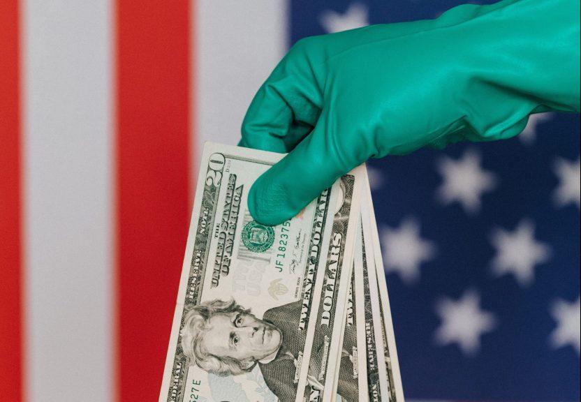 pexels karolina grabowska 4386394 e1596320374286 scaled - El bono de $600 dólares por desempleo se terminó mientras el Congreso continúa sin acuerdo de un nuevo plan de estímulo económico