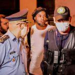ronaldinho 0410 efe scaled - Modelos, bebidas y regalos: Revelan cómo es la prisión domiciliaria de Ronaldinho en Paraguay