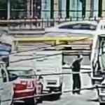 suicidio cdmx - VIDEO MUY FUERTE: Esperó a que el camión avanzara para arrojarse debajo de él. Ocurrió en la CdMx