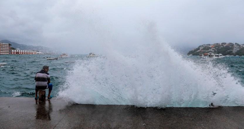 """tormenta - La tormenta """"Elida"""" se fortalece y podría convertirse en huracán categoría 1 el lunes, dice el SMN"""