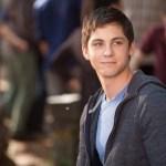 """Logan Lerman - Protagonista de """"Percy Jackson"""" sorprende a sus fanáticos con su nuevo aspecto (FOTO)"""