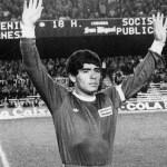 maradona 21 - Una camiseta firmada por Maradona es puesta a la venta en Mercado Libre por 185 mil dólares