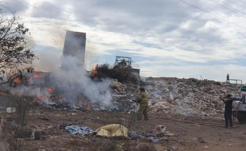whatsapp image 2020 11 26 at 2 39 00 pm crop1606428482034.jpeg 242310155 - Se registra incendio en basurón de la 300 en Guasave, Sinaloa