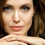 23 2 - Angelina Jolie acusó a Brad Pitt de violencia machista