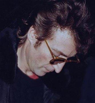 THUTQN4C7JHKJI2NMGRXHYKVEY - Un disco firmado y 5 balazos: La estremecedora radiografía del asesinato de John Lennon