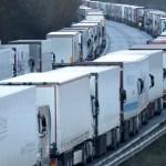 camiones nueva cepa coronavirus - Gran Bretaña teme quedarse sin alimentos. Europa, asustada por la nueva cepa, frena los camiones