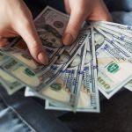 finanzas estres - Por qué esta familia decidió usar sus segundos cheques de estímulo para ayudar a otras personas