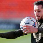 forlan hector Herrera - Forlan tunde a Héctor Herrera, pero de elogios