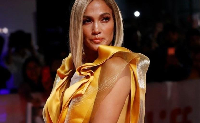 jlo reforma 3 crop1607209185810.jpg 242310155 - ¡Sobre la mesa! Jennifer Lopez con extravagante vestido blanco