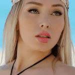 1daniella crop1610905102955.png 242310155 - Linda Barbie rosa, Daniella Chavez enamora en elegante vestido