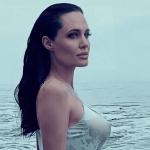 1jolie crop1611702403962.png 242310155 - La edad no parece contar para Angelina Jolie y su silueta perfecta