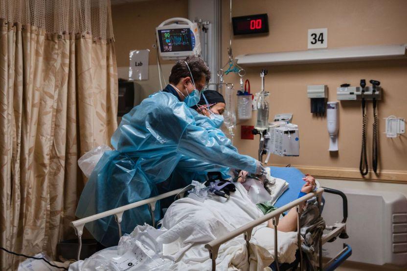 GettyImages 1230539856 - Casi el 50 por ciento de las muertes en Texas a causa del COVID-19 son de hispanos; han sido cerca de 16 mil