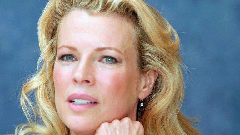 WEIOYAGK2RE23MXHABNYDAYN5E - Kim Basinger, el gran mito erótico: Sexo sin tapujos en los sets de filmación