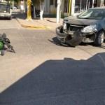 choque en fraccionamiento el parque 2.jpg 242310155 - Un lesionado deja choque entre auto y moto en El Parque, Los Mochis