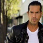 gregorio2 - ¡Éjeleeeee! Sin ropa interior, este actor colombiano mostró cómo riega las plantas de su jardín