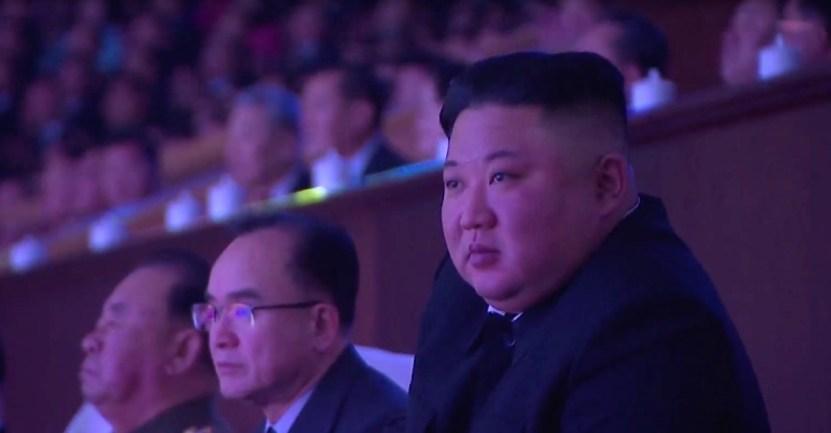 kim jong un corea del norte - Kim Jong-un realiza un acto multitudinario sin mascarillas en Corea del Norte. Sin temor al COVID-19