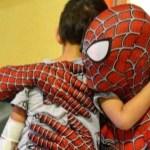"""spiderman hospital italia  - Mattia Villardita, el """"Spider-Man italiano"""" que alegra a los niños hospitalizados. Es su superhéroe"""