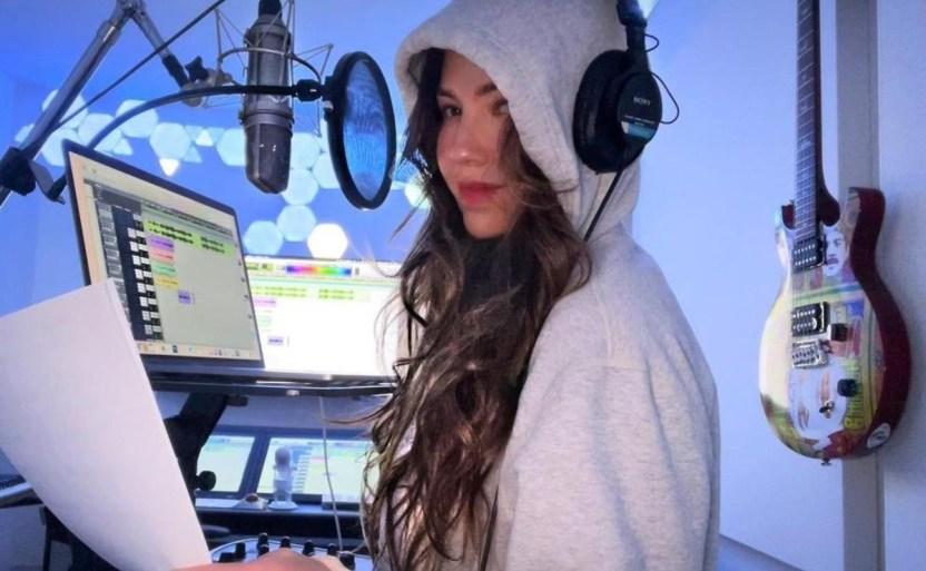 thalia 3 crop1612125244757.jpg 242310155 - Celebra Thalía el éxito de su primer disco como solista