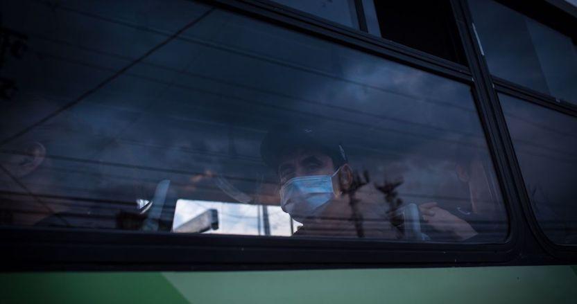 cuartoscuro 754120 digital - Capitalinos hacen fila nocturna en el Palacio de los Deportes para recibir la vacuna COVID al amanecer