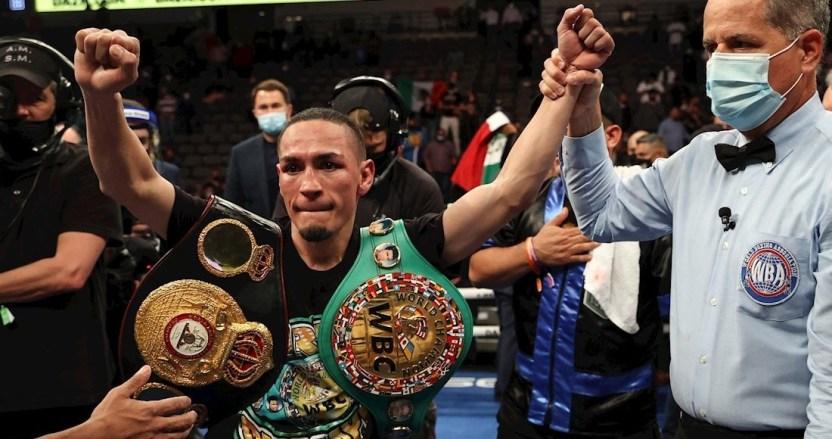 """75809e9efbe50cc250bef2de2616b71c0b4275cd 1 - El boxeador mexicano """"Gallo"""" Estrada derrota al """"Chocolatito"""" González y gana dos títulos mundiales"""