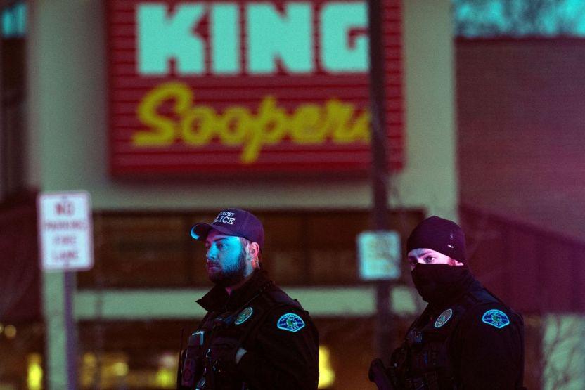 GettyImages 1231881885 - El tirador en supermercado de Colorado está bajo custodia tras matar a 10 personas