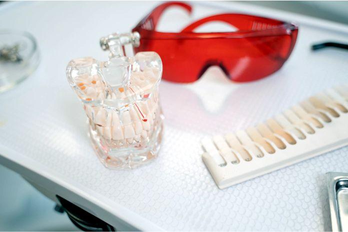 Que tipos de protesis se pueden encontrar dentro de un laboratorio dental - ¿Qué tipos de prótesis se pueden encontrar dentro de un laboratorio dental?