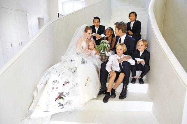 angelina brad wedding photos - Uno de los hijos de Brad Pitt quiere eliminar toda relación con su padre
