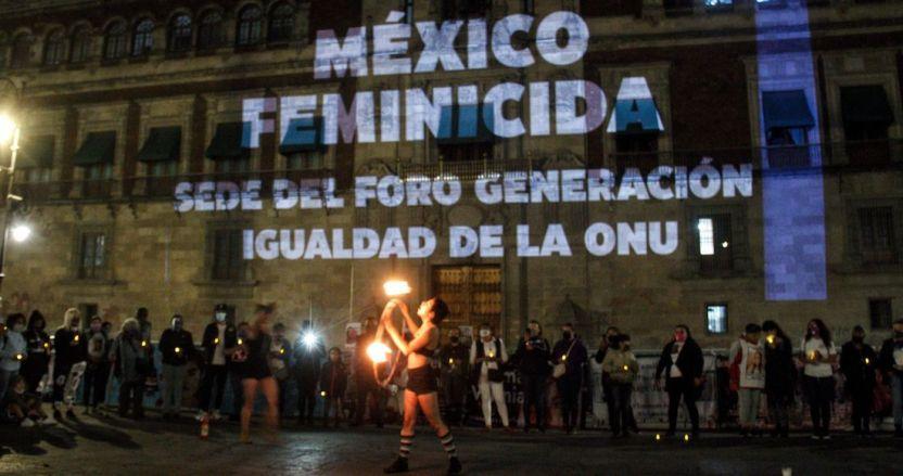 cuartoscuro 807425 digital - FOTOS: Nombres de víctimas son proyectados en la fachada de Palacio Nacional. Madres piden justicia