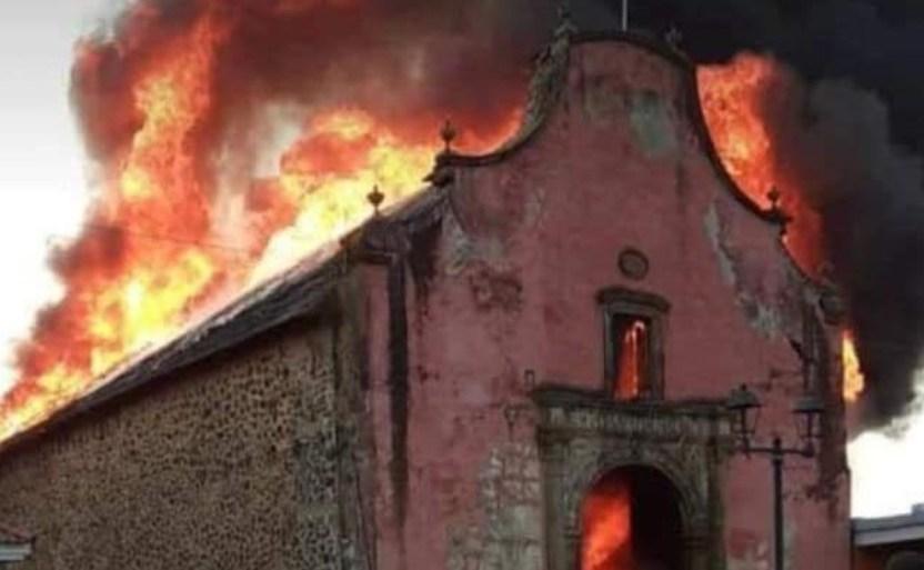 "incendio paracho templo crop1615317451916.jpg 242310155 - Lamentan pérdida de la ""Capilla Sixtina purépecha""; tras incendio"