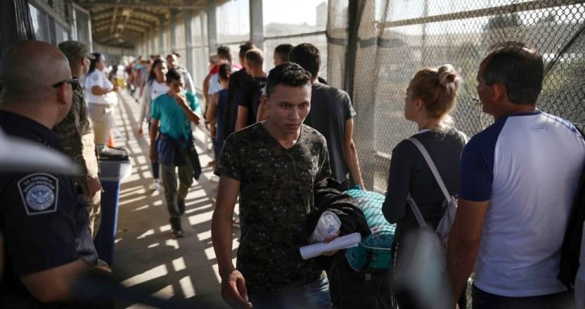 """migracion - Decenas de miles son deportados por EU y otros llegan del sur. Es la """"frontera del caso"""" de Biden"""