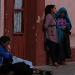 mujeres indigenas calle - La ONU propone un salario básico temporal para mujeres en países en desarrollo y evitar la pobreza
