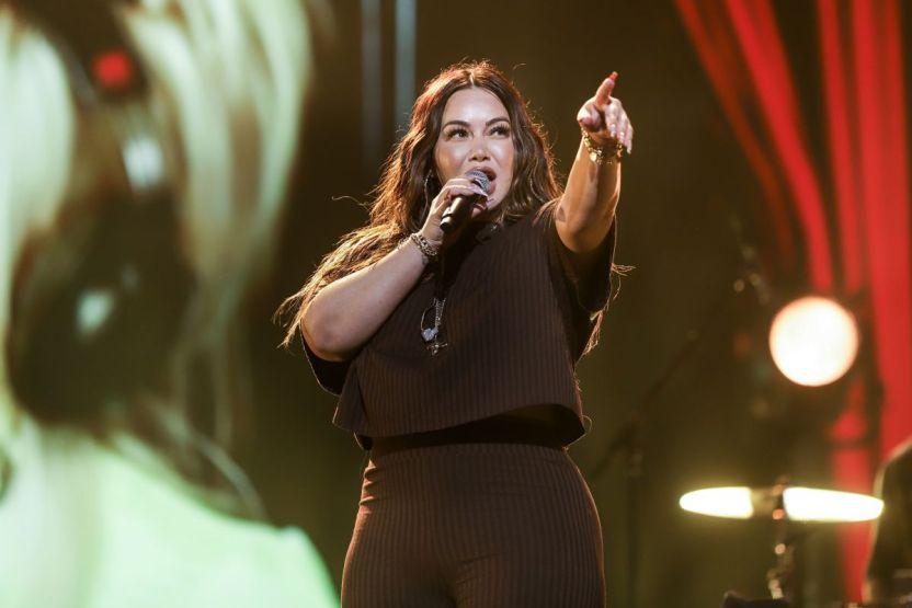 latingrammy ellas musica chiquis 02 - Chiquis Rivera presume su nueva figura en ajustado look luciendo idéntica a Jenni Rivera