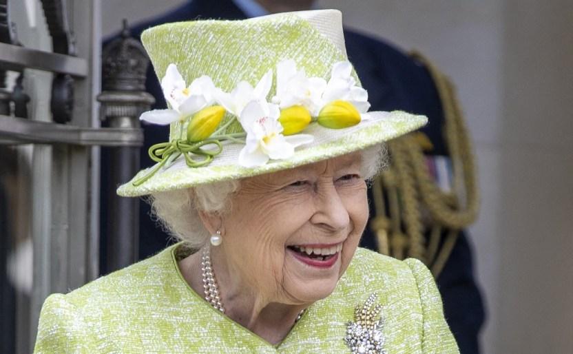 000 97492X - La reina Isabel II se declaró encantada con el nacimiento de su bisnieta